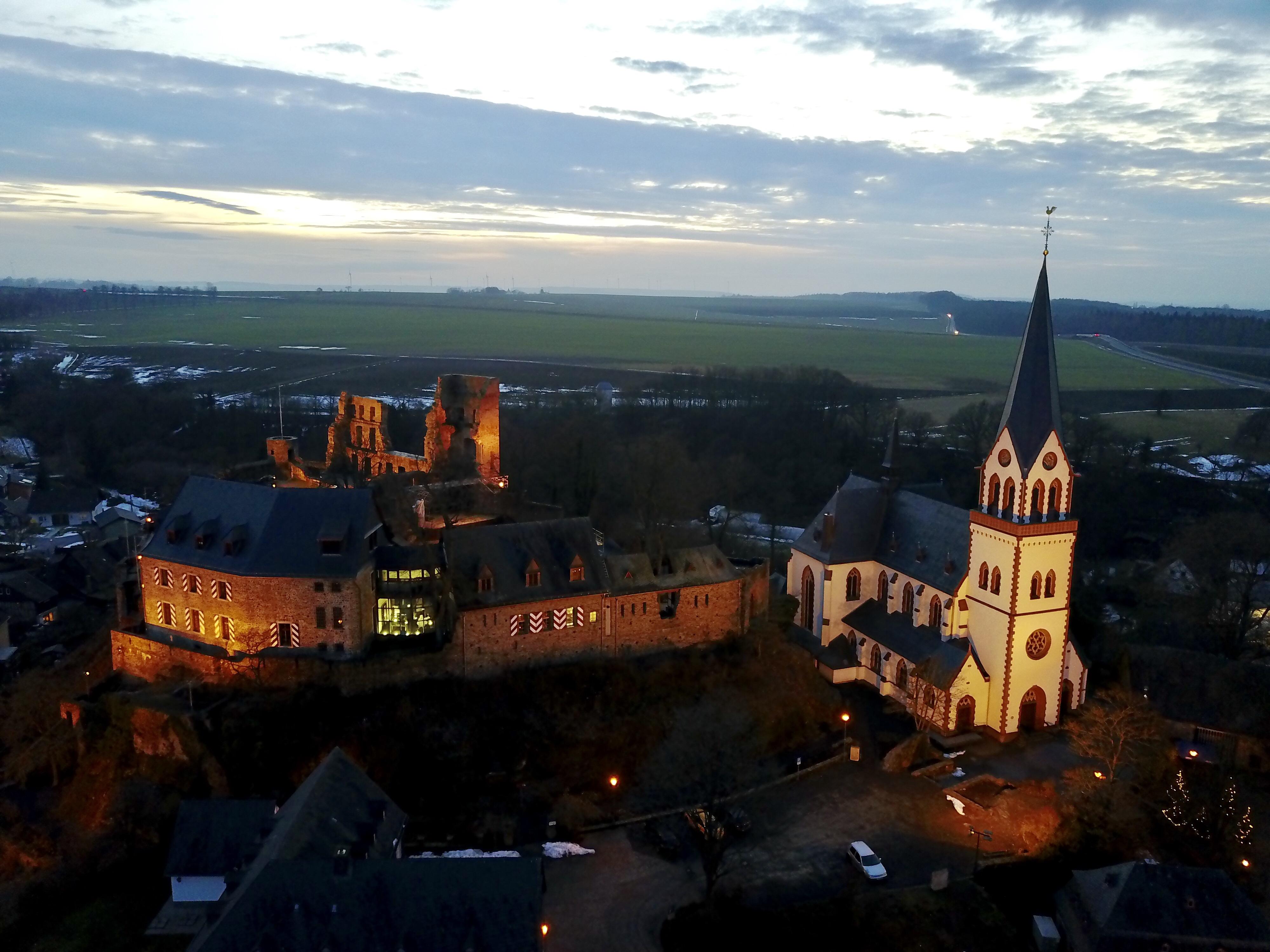 Burg & katholische Kirche
